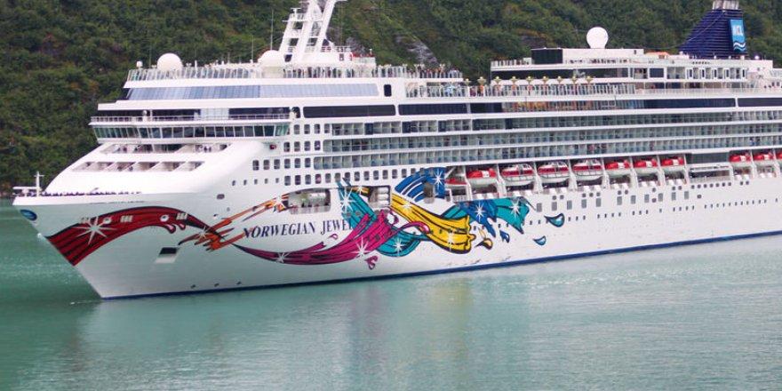 Norwegian Jewel arrived in Hawaii