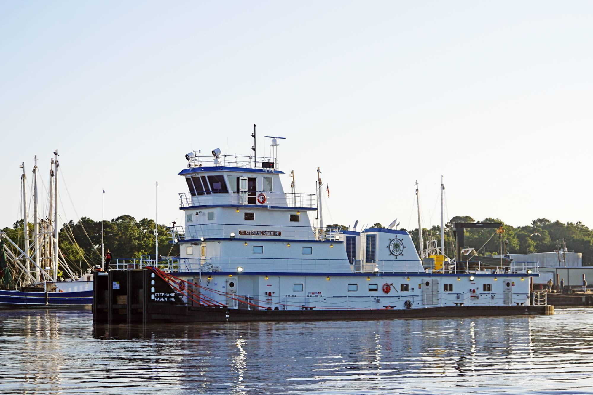 Metal Shark Delivers Towboat to FMT