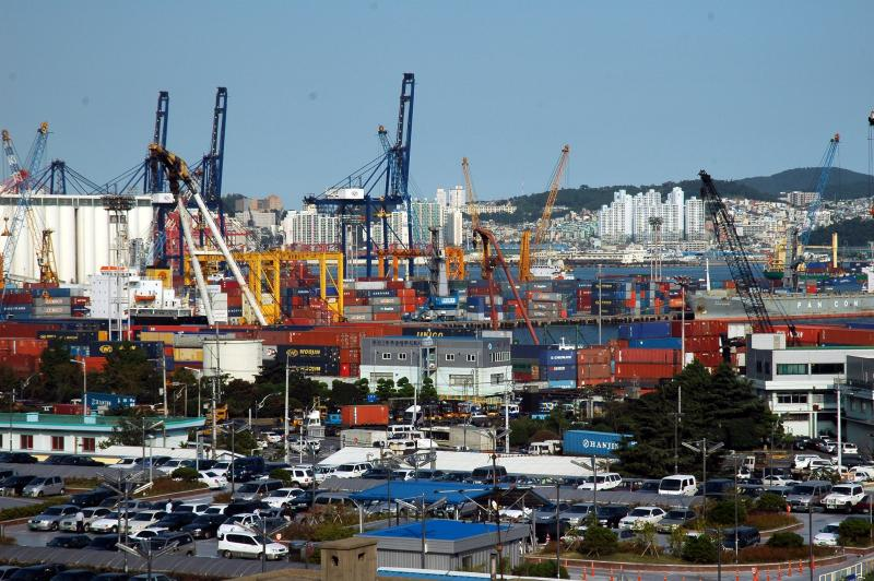 South Korea to conduct COVID-19 tests on all arrivals at local ports
