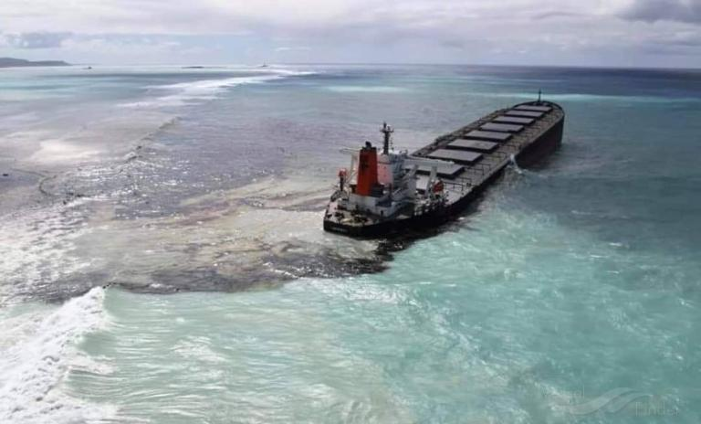 Most oil from damaged bulker Wakashio pumped off