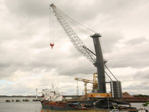 Liebherr signs contract for bulk handling cranes in UAE