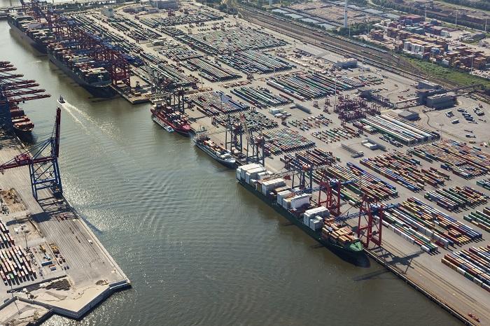 Cargo volumes of Hamburg Port hit by coronavirus
