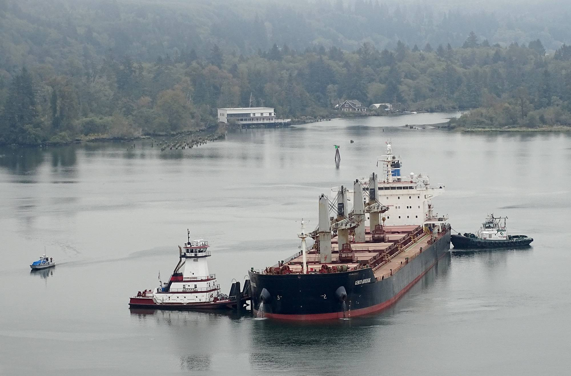 Bulk carrier grounds after engine failure in the Columbia River
