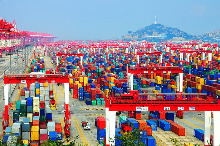 Shangai becomes the first port to handle more than 4M TEU in a month