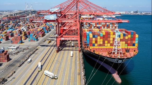 Port of Los Angeles sets record, handling 980,000 TEU in a month