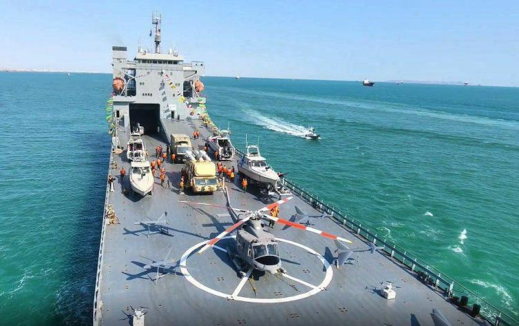 Iran's Revolutionary Guard launches heavy support vessel