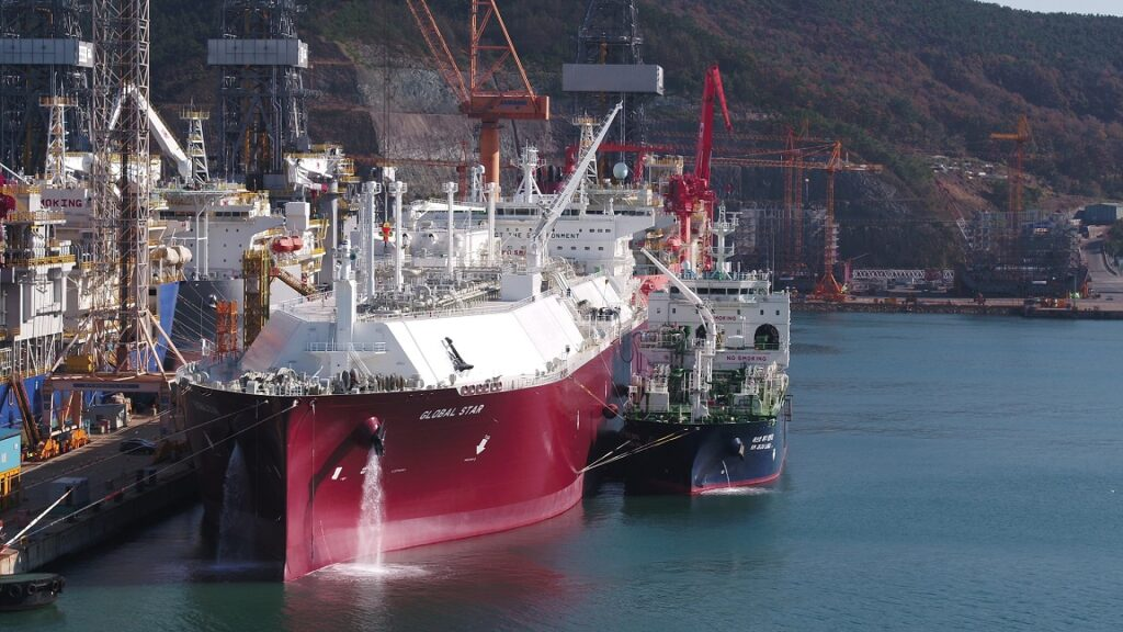 South Korea's Kogas completes world's first STS LNG loading test
