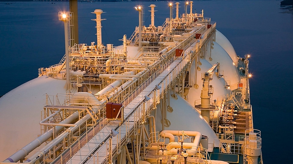 BHP signs LNG supply deal for newcastlemax bulkers with Shell
