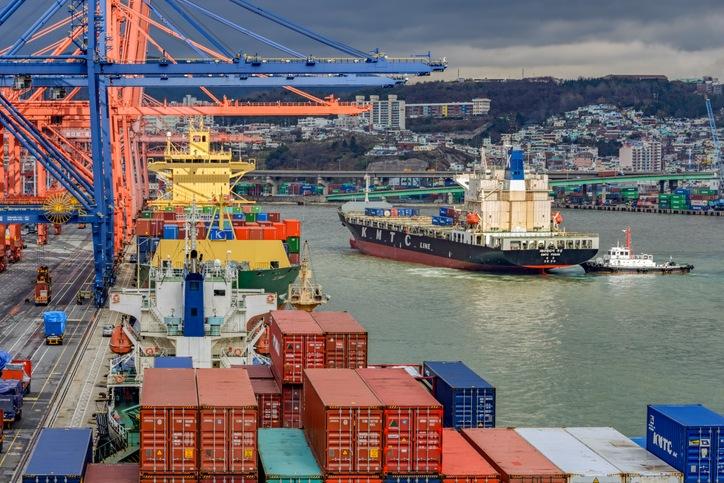 Busan Port Authority set its total cargo goal for 2021 at 22,700,000 TEU