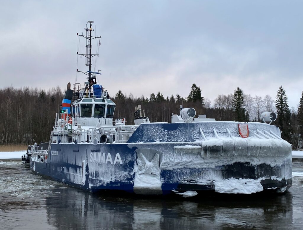 Icebreaker Calypso fitted with hybrid motorized removable bow