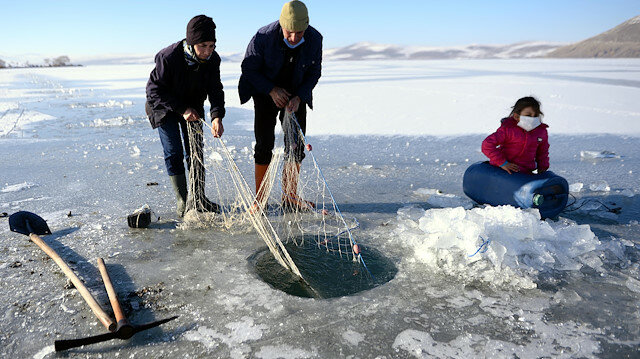 Eskimo-style ice fishing becomes popular in Turkey