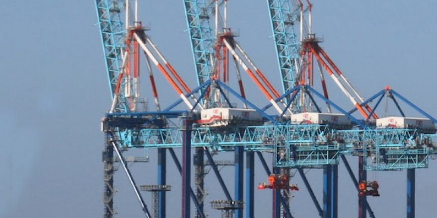 NTB receives 4 additional Liebherr ship to shore container cranes