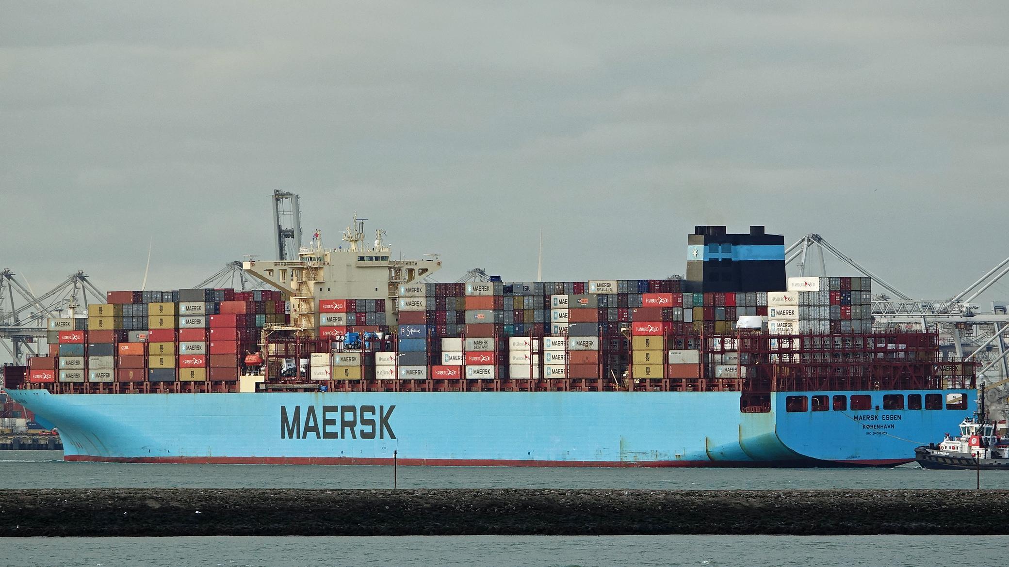 Maersk Essen arrives Port of Lazaro Cardenas, Mexico