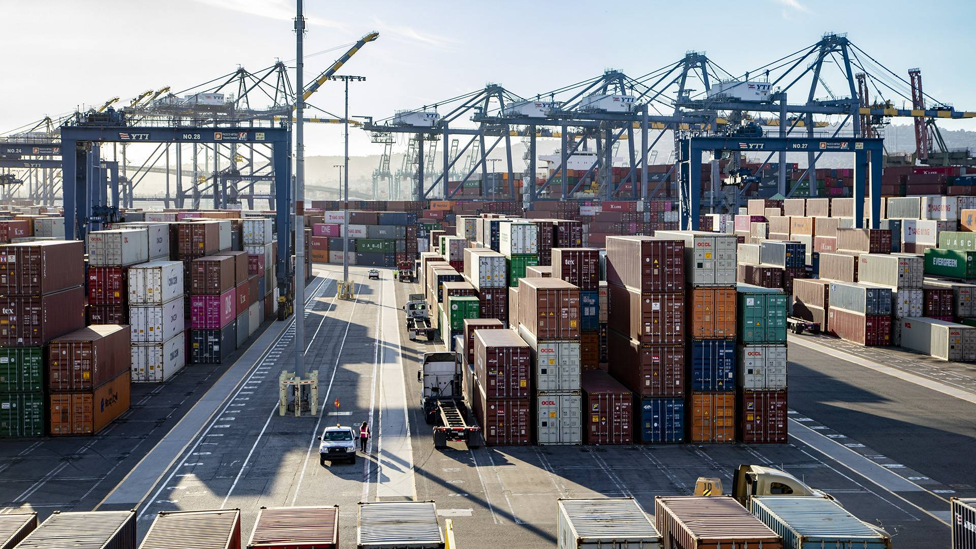 Port of Los Angeles starts first wave of COVID-19 vaccinations for employees