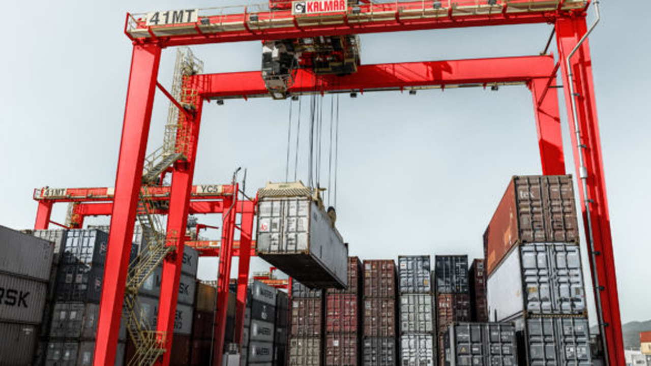 Kalmar receives order for 10 eco-efficient hybrid carriers