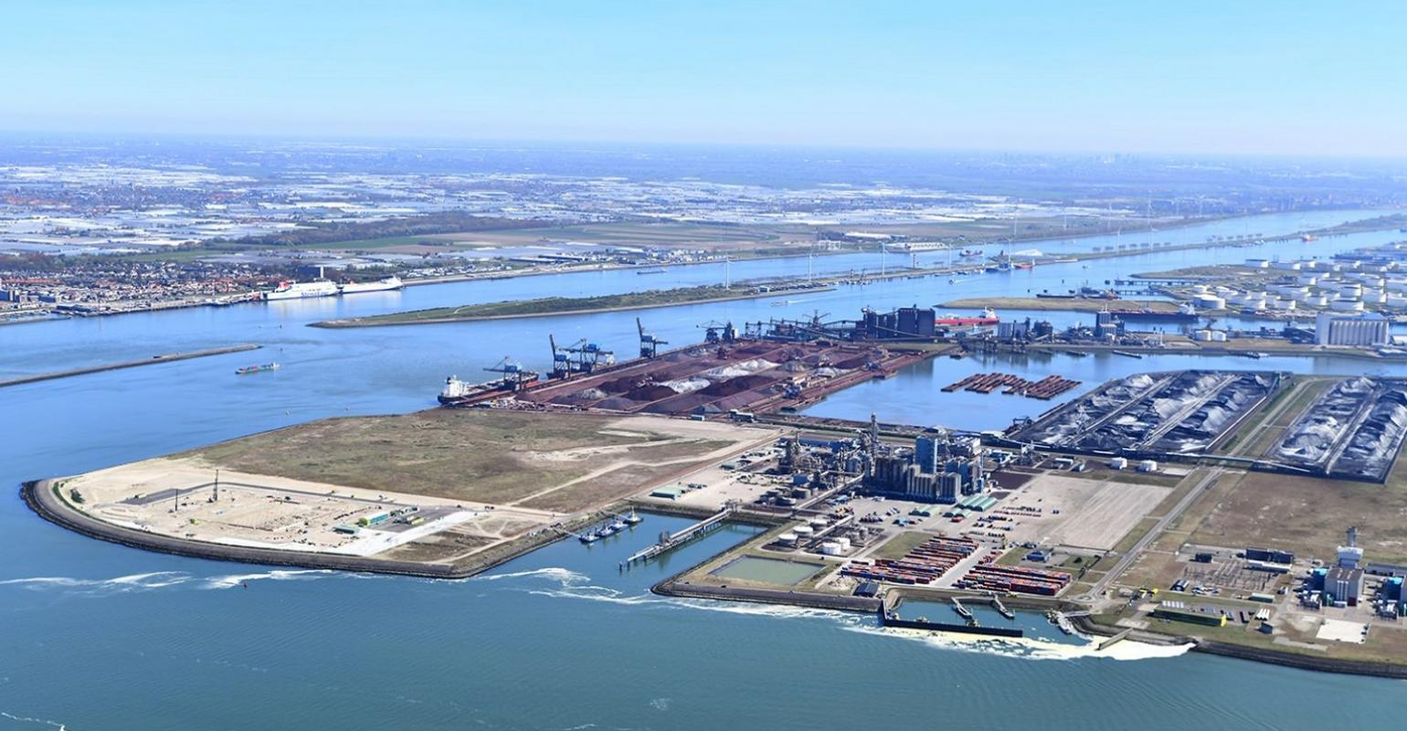 Rotterdam Port increases container capacity by a quarter