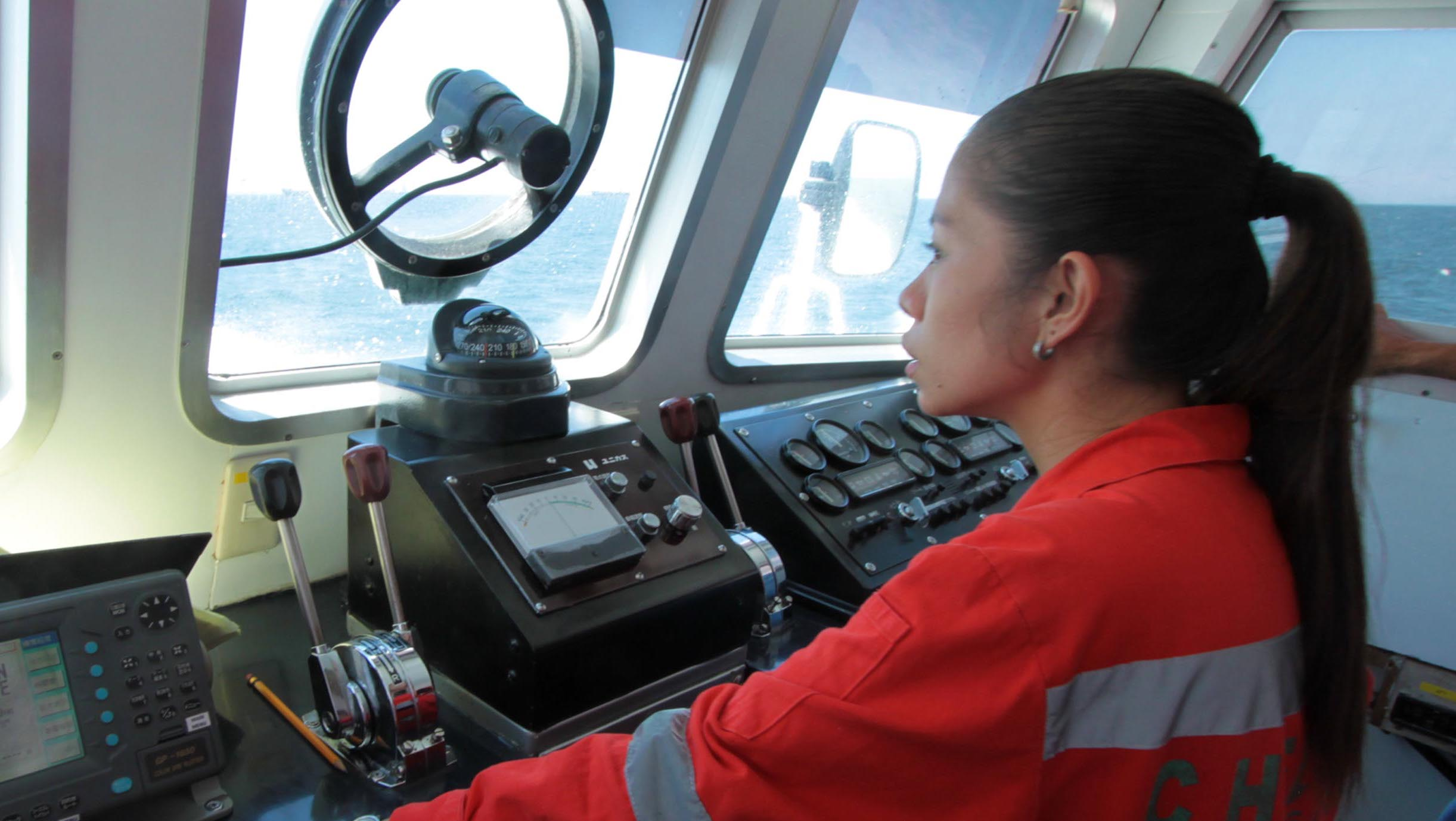 Seafarers use #ChooseToChallenge hashtag for more women in shipping