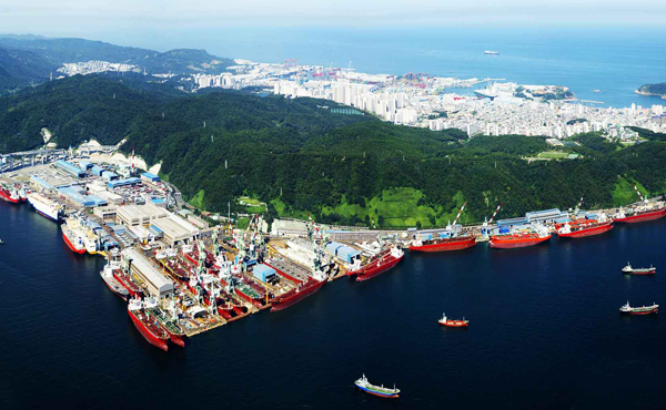 South Korea's largest shipbuilding group Hyundai unveils CO2 shipping solutions