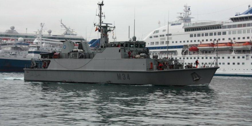 Spanish navy ship goes aground off La Manga