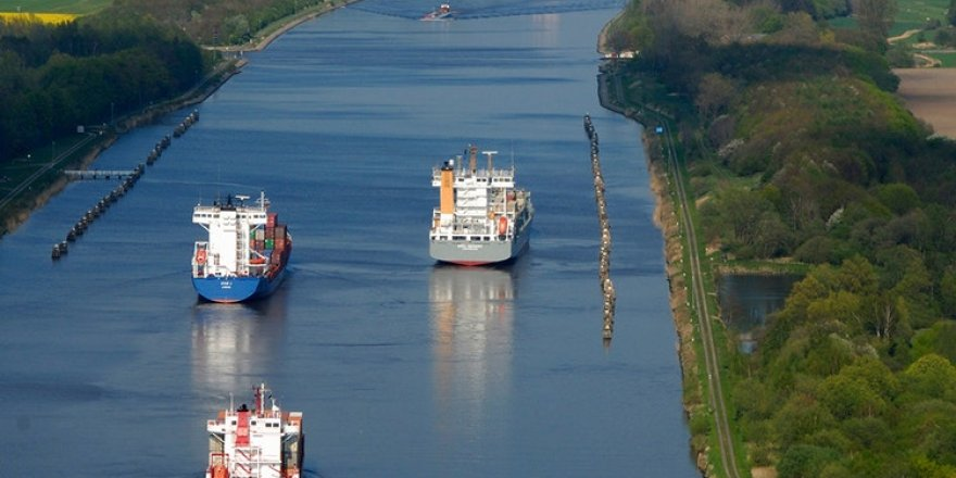 Two vessels contacted in Kiel Canal
