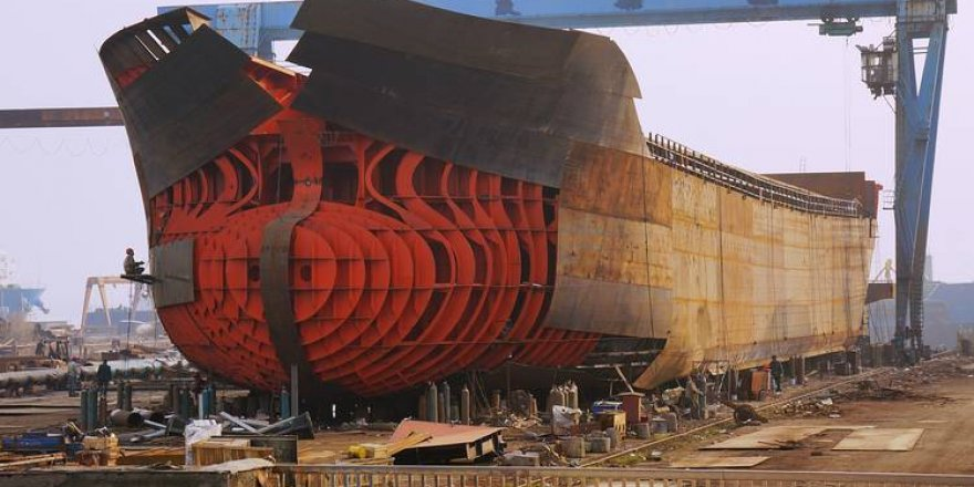 China's shipbuilding orders fall 37.9% in Jan-August term