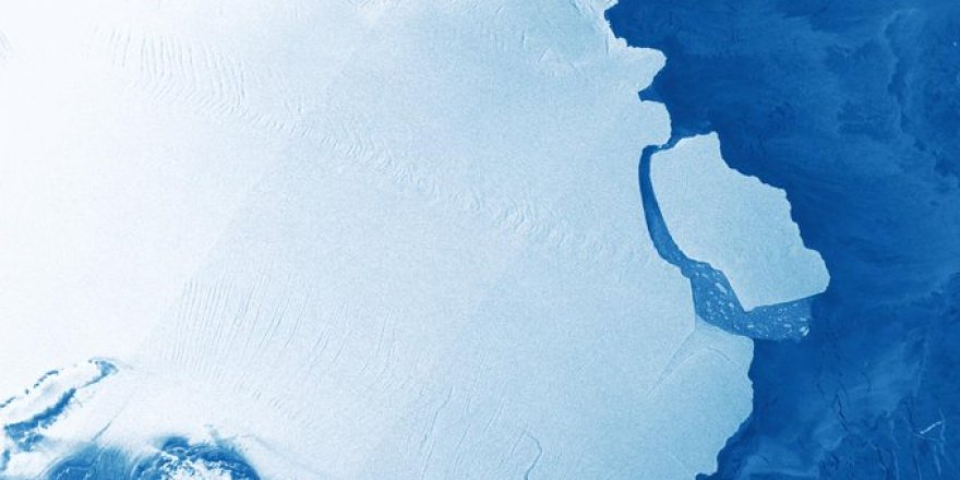 Huge piece breaks away from ice shelf in Antarctica