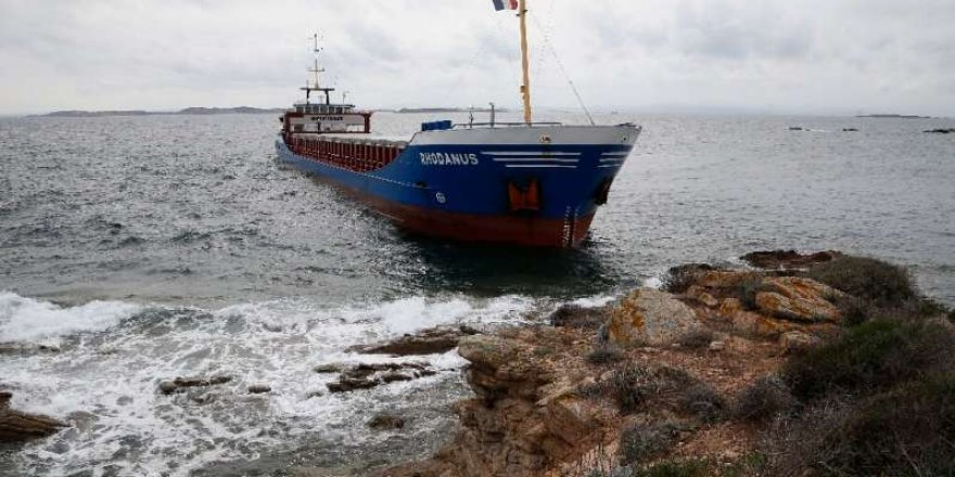 Cargo ship runs aground in Strait of Bonifacio