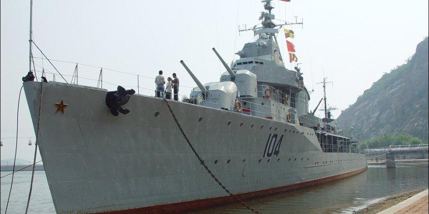 Chinese Navy Type 052D guided-missile destroyer visits Japan