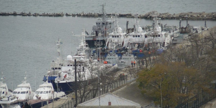 Russia handed over seized Ukrainian naval ships