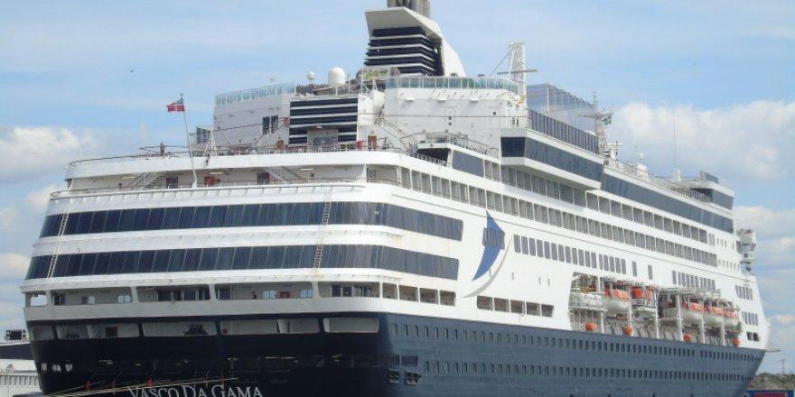 Vasco da Gama Loses Power Off Coast of Australia