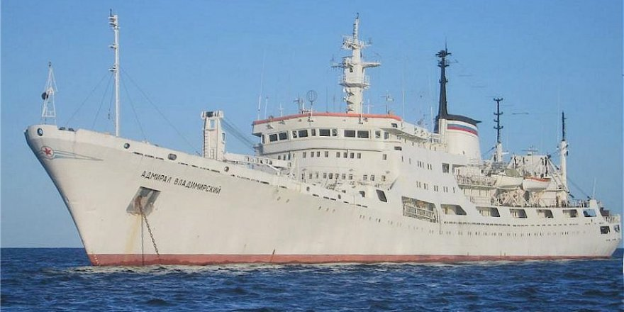 Oceanographic research vessel of Russia called the Port of Rio de Janeiro