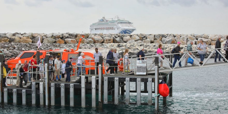 Princess Cruises' ship returns to Australian island after bushfire emergency