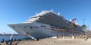 Trump: Cruise lines suspend departures for 30 days
