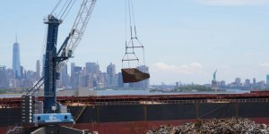 Liebherr's flexible barge solution at New York Harbour