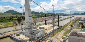 Damen builds 75-meter crane barge