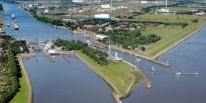 Kiel Canal Authority closed a lock after ship allision