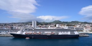 Carnival Cruise Line to sell 18 vessels