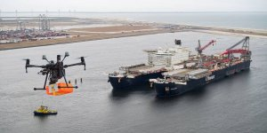 Dutch Drone Delta delivered a package to the inland vessel in Rotterdam