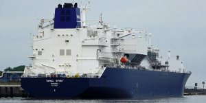 Novatek succeeds Russia's first ship-to-ship LNG transfer