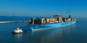 Disabled Maersk containership heading to Spain