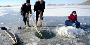 Eskimo-style ice fishing becomes popular in Turkey