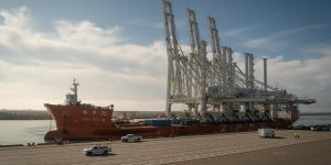 Colossal cranes arrive Port of Oakland's harbor