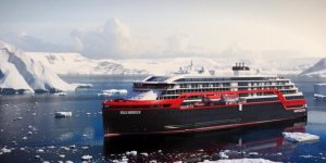 Hurtigruten makes history in Antarctica
