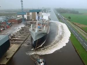 24 most insanely satisfying ship launching ever recorded